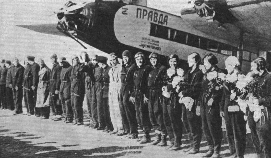 Soviet women parachutists