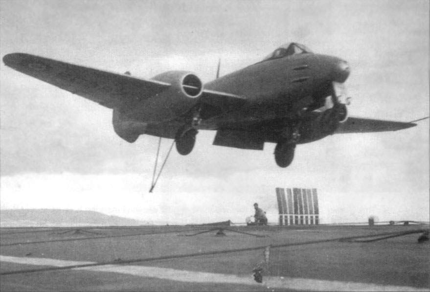 Meteor F.3 (EE87) at the landing at 1948