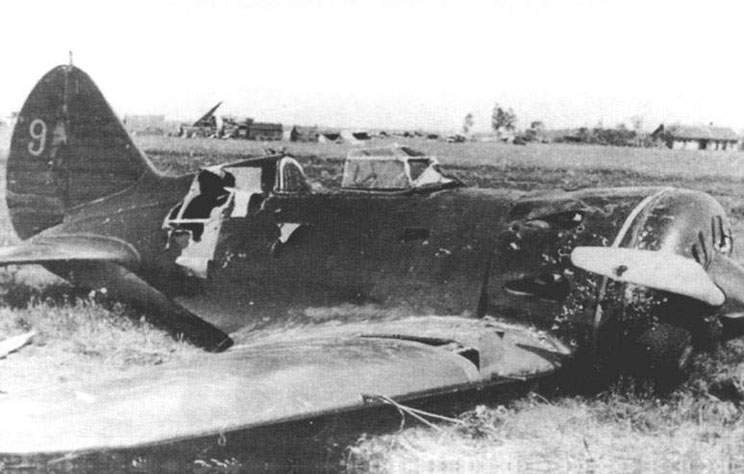 Polikarpov I-16 type 5 with RSIU-3 radio transmitter