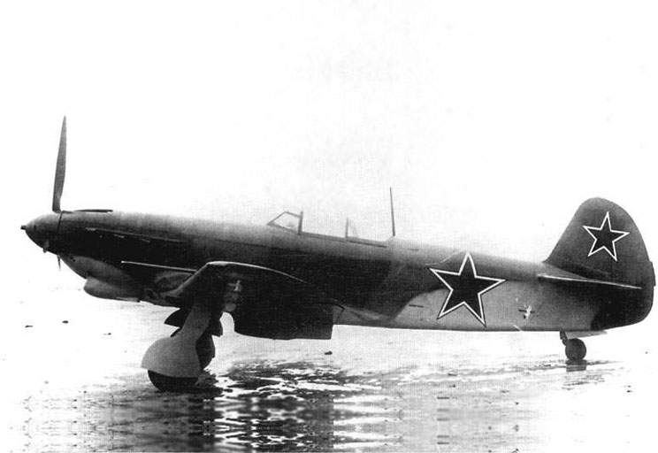 The Yak-9M side view