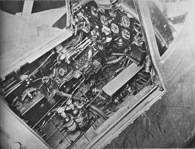 Приборная панель F4U-1 и оборудование левого борта.