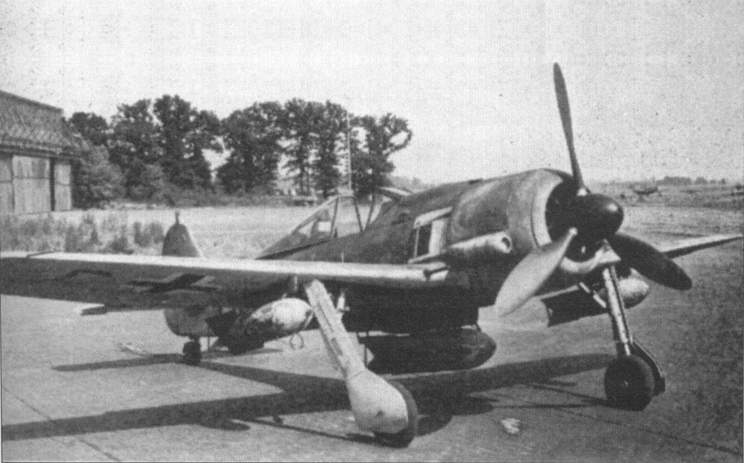 The Fw 190A-5/U3 with SC 50 bombs under the wing and a SC 500 bomb under the fuselage.