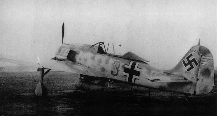 Fw 190A-6, Werk Nr 550453, 'Green 3' of Stab./JG300 flown by Friedrich-Karl Müller, October 1943.