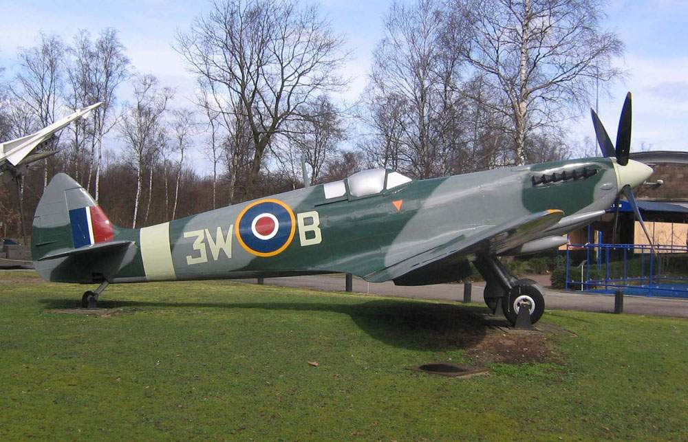 Spitfire Mk.9. Soesterberg Military Aviation Museum.
