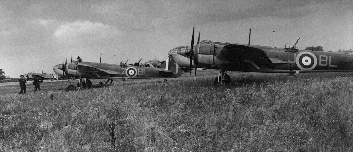 Blenheim IVs of No 40 Squadron at Wyton on 28 July 1940
