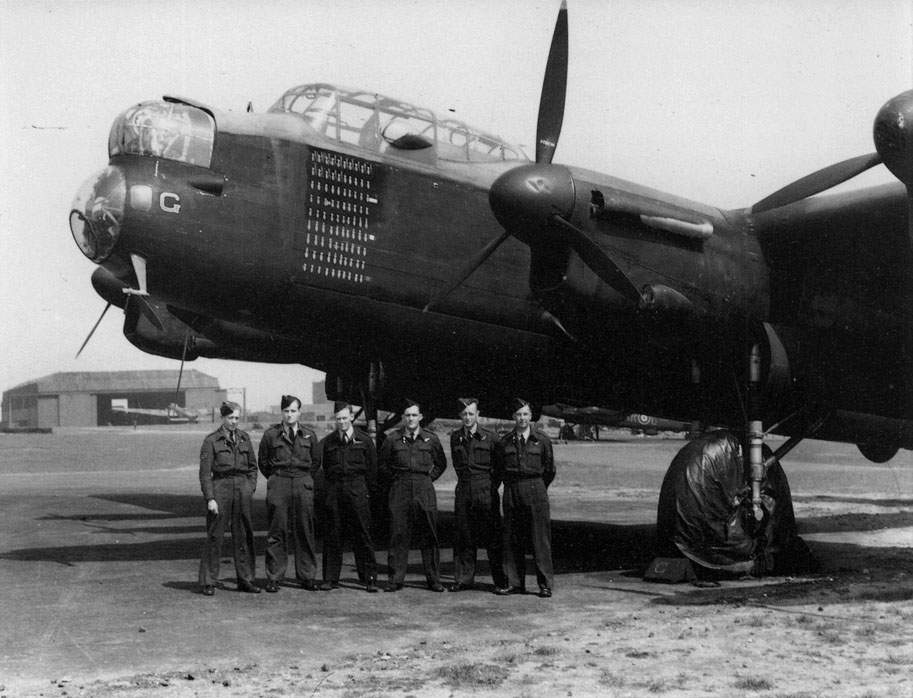 Lancaster W4783/AR:G of No 460 Squadron after completion of the 90th trip on 20/21 April 1944