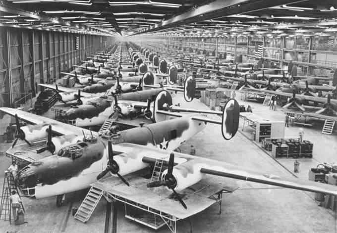 B-24 на заводе Consolidated-Vultee Plant, Fort Worth, Texas